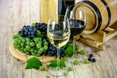 ¿Es beneficiosa una copa de vino al día?